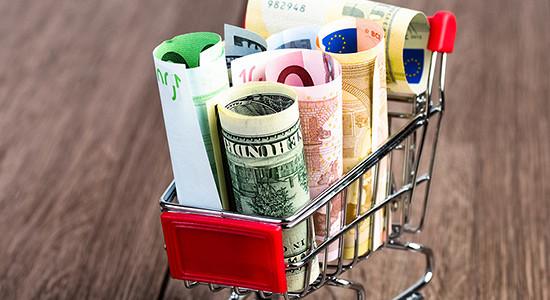 Курс евро упал ниже 76 руб.