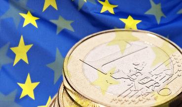 Официальный курс евро на праздничные дни снизился