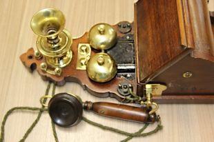 Старинный телефон забрали натаможне укитайца ипередали виркутский музей