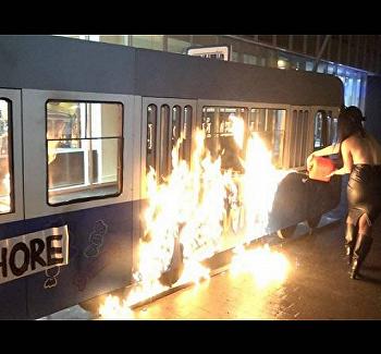 Суднаказал активистку Femen, спалившую трамвай Порошенко