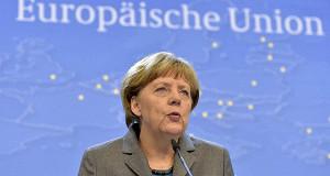 Меркель сообщила, что санкции пока не отменят