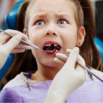 ВРовно вручили подозрение стоматологу, избивавшей детей