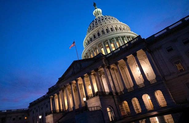 Сторонники Трампа взяли штурмом Конгресс