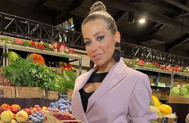 Синие тени, тугой пучок иавоська: Барановская сходила нарынок ввечернем образе