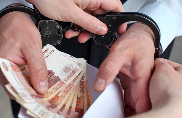 Чиновника заподозрили вполучении взятки в800тысяч рублей