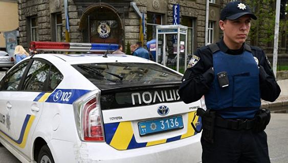 СМИ проинформировали о беспорядках около посольстваРФ вКиеве
