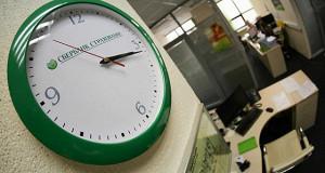 Страховщики зарабатывают на падении ставок по вкладам