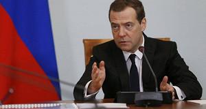 Медведев поручил изучить вопрос индексации пенсий работающим пенсионерам