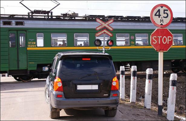 Опасных встреч автомобилей ипоездов вВоронежской области станет меньше