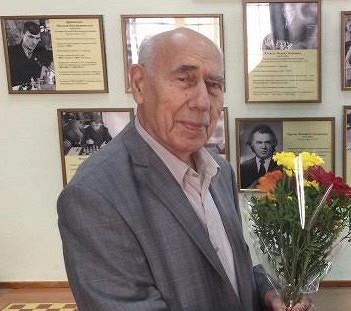 Сегодня день рождения уАнатолия Захарова