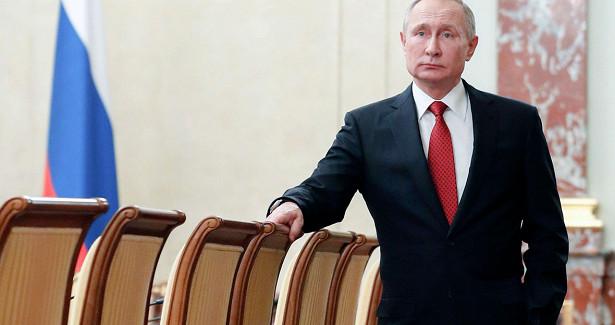 ВКремле ответили напризыв кПутину «сделать шагназад»