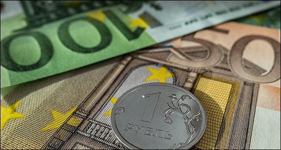 Евро завершает неделю ниже 70 рублей