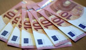 Официальный курс евро на пятницу вырос до 57,22 руб