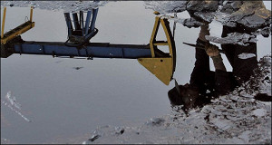 Доходы России от экспорта нефти упали на треть