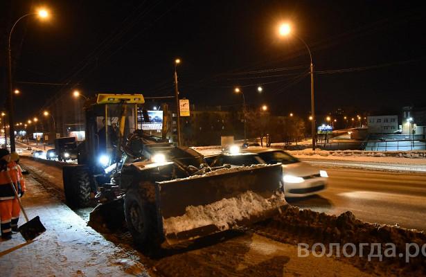 Владимир Ильиных проверил, какубирают тротуары вОренбурге