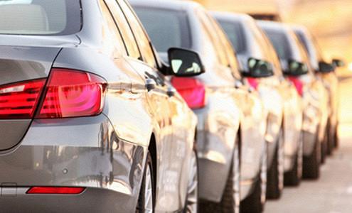Автокомпании снижают цены из-за обвала спроса