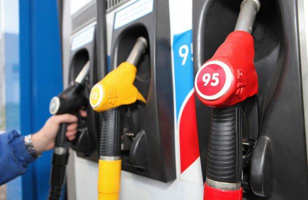 Десятки заправок вМоскве иПодмосковье недоливают бензин