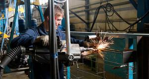Активность в промышленности выросла впервые с начала года