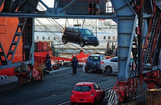 Автомобилям начнут выдавать электронные паспорта