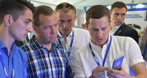 Медведев считает, что 50% населения должны быть связаны с малым бизнесом