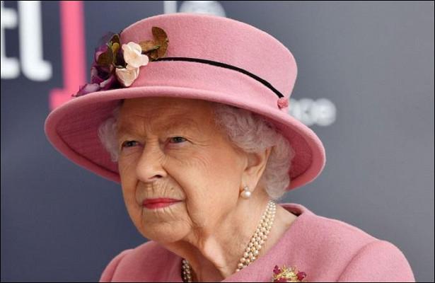 Всемогут короли: Елизавета IIпривилась откоронавируса