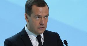 Медведев призвал «сражаться за каждый процент роста»