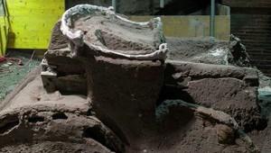 Колесницу счетырьмя колесами нашли вПомпеях