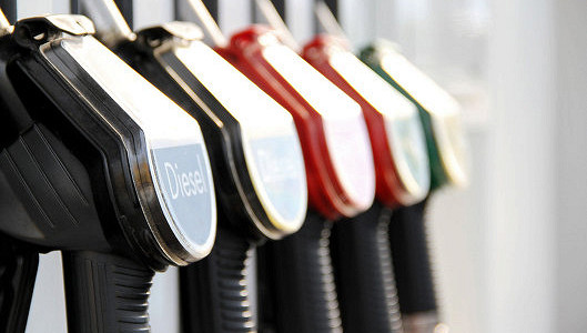 Россияне тратят на бензин больше, чем на автомобили