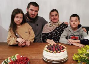 Бетербиев сглавным болельщиком, Тухугов просит прощения, вкусный улов Олейника— соцсети