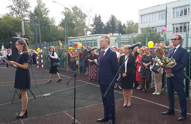 Префект Зеленограда поздравил школьников района Савелки сначалом учебы