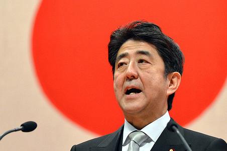 Премьер Японии оценил свое состояние в $866 400