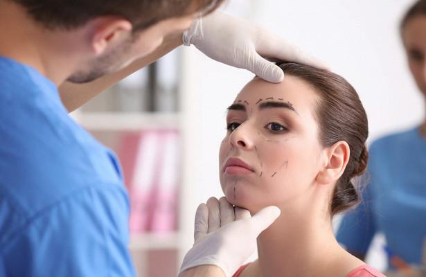 Красота илижизнь: опасности пластических операций