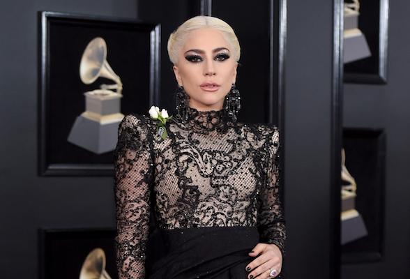 «Грэмми-2018»: Леди Гага удивила «затянутыми вкорсет» волосами, аМайли Сайрус— образом принцессы