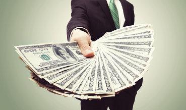 Доллар стал уже по 56 рублей
