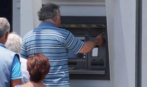 Греческие банки в понедельник не будут работать