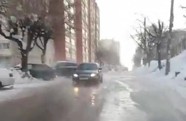 Улицу Труда вКирове затопило кипятком