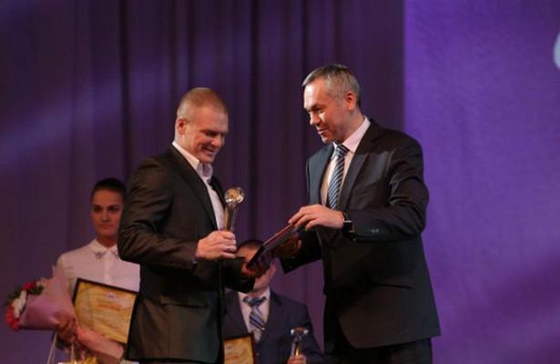 Андрей Травников наградил лучших спортсменов итренеров Новосибирской области