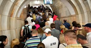 Москва заселяет метро торговцами