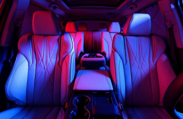 Acura показала роскошный салон нового MDX