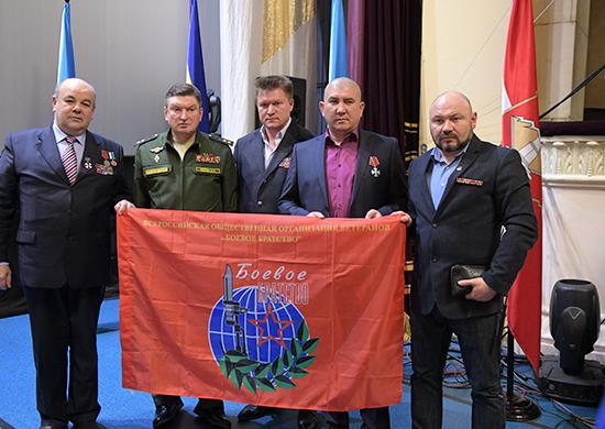 Командующий войсками Центрального военного округа генерал-лейтенанта Александра Лапина выступил навстрече светеранами ВСРФ