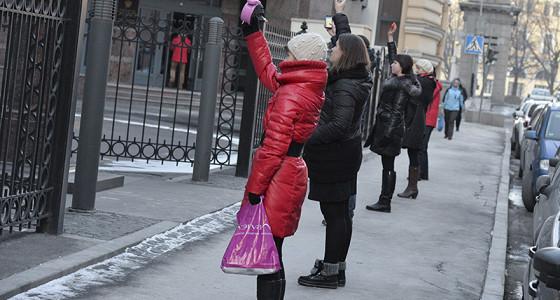 Обладатели валютной ипотеки провели у здания ЦБ акцию с будильниками