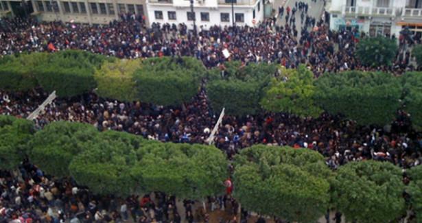 Вкрупных городах Туниса граждане громят офисы партии «Ан-Нахда»