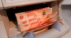 Рубль корректируется вниз к доллару и евро
