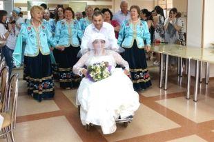 Невесте— 56, жениху— 72. Вдоме престарелых Владикавказа сыграли свадьбу