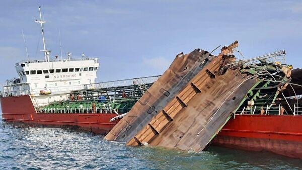 Пострадавший вАзовском море танкер частично разрушился