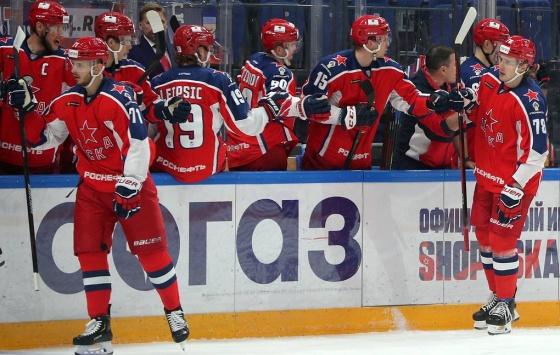 19-летний форвард «Авангарда» Егор Чинахов забросил пять шайб впоследних пяти матчах