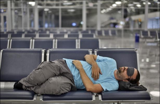 Мужчина провел месяцы ваэропорту, опасаясь коронавируса