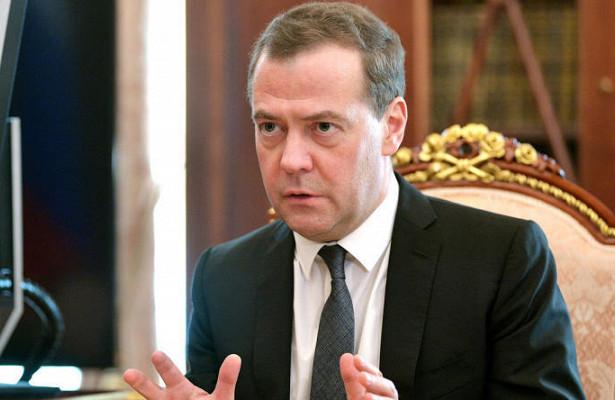 Медведев успокоил Ивлеву, спросившую проYoutube
