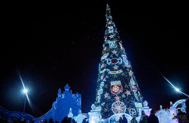 Разбор макушек: гдестояли самые высокие новогодние елки России