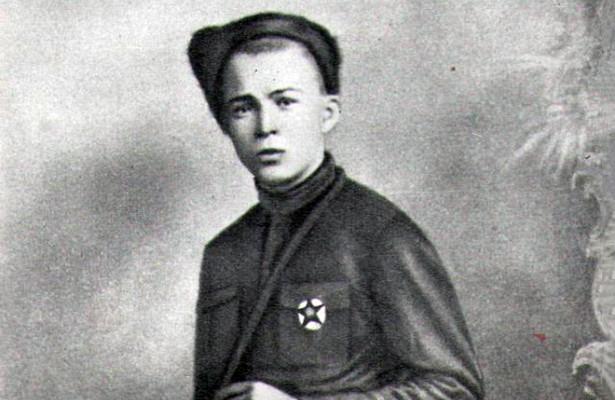 Почему Аркадий Гайдар убил деда Амана Тулеева